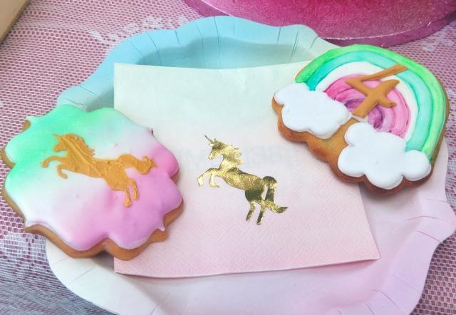 fertige Kekse mit Teller